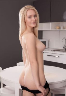 Blonde escort Cindy